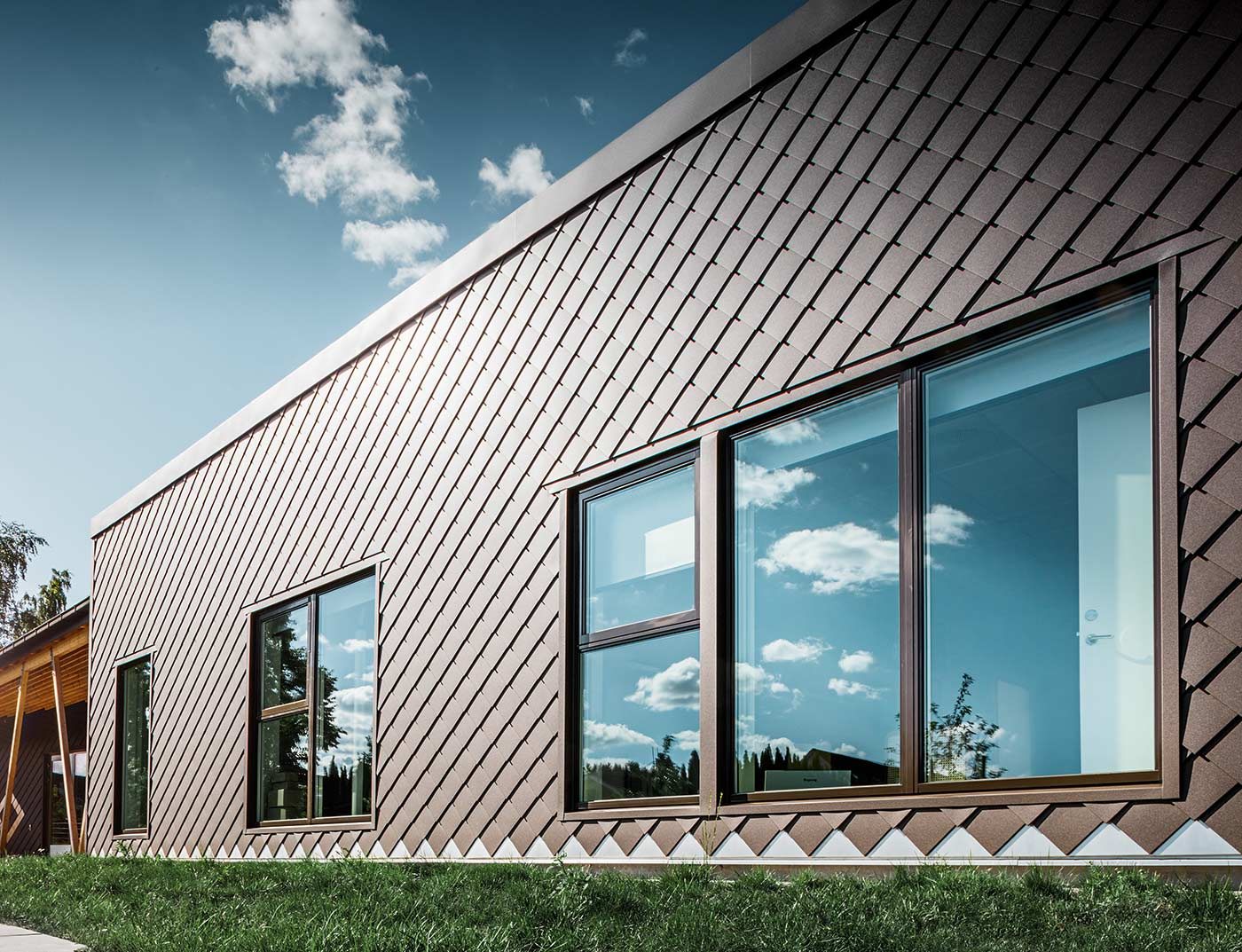 Reference buildings PREFA Façade systems Rhomboid façade tile 20 × 20 01 brown (own colour)