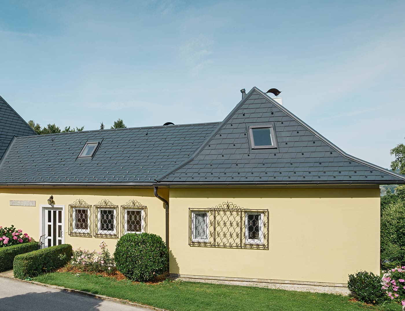 Reference buildings PREFA Roof systems Shingle 02 anthracite (similar to RAL 7016)