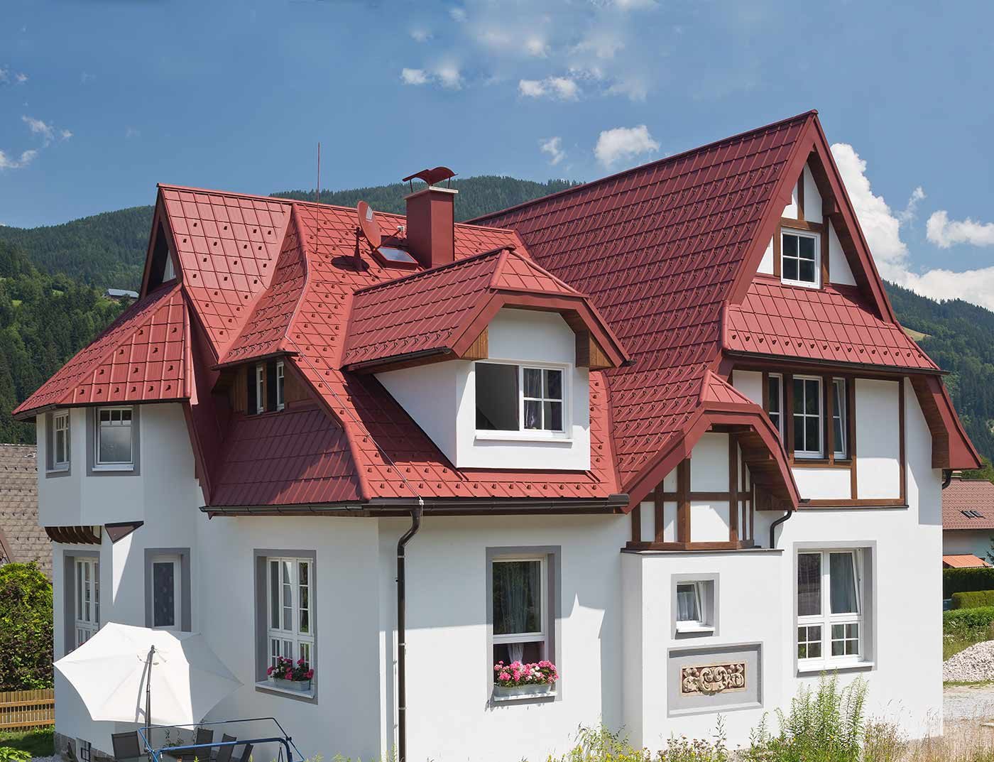 Reference buildings PREFA Roof systems Roof tile 05 oxide red (similar to RAL 3009)