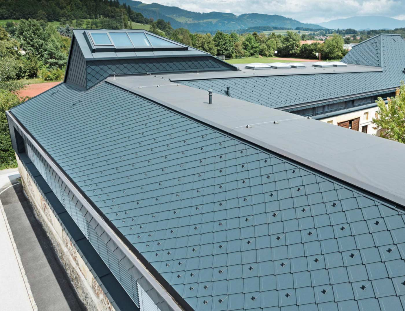 Reference buildings PREFA Roof systems Rhomboid roof tile 29 × 29 02 anthracite (similar to RAL 7016)
