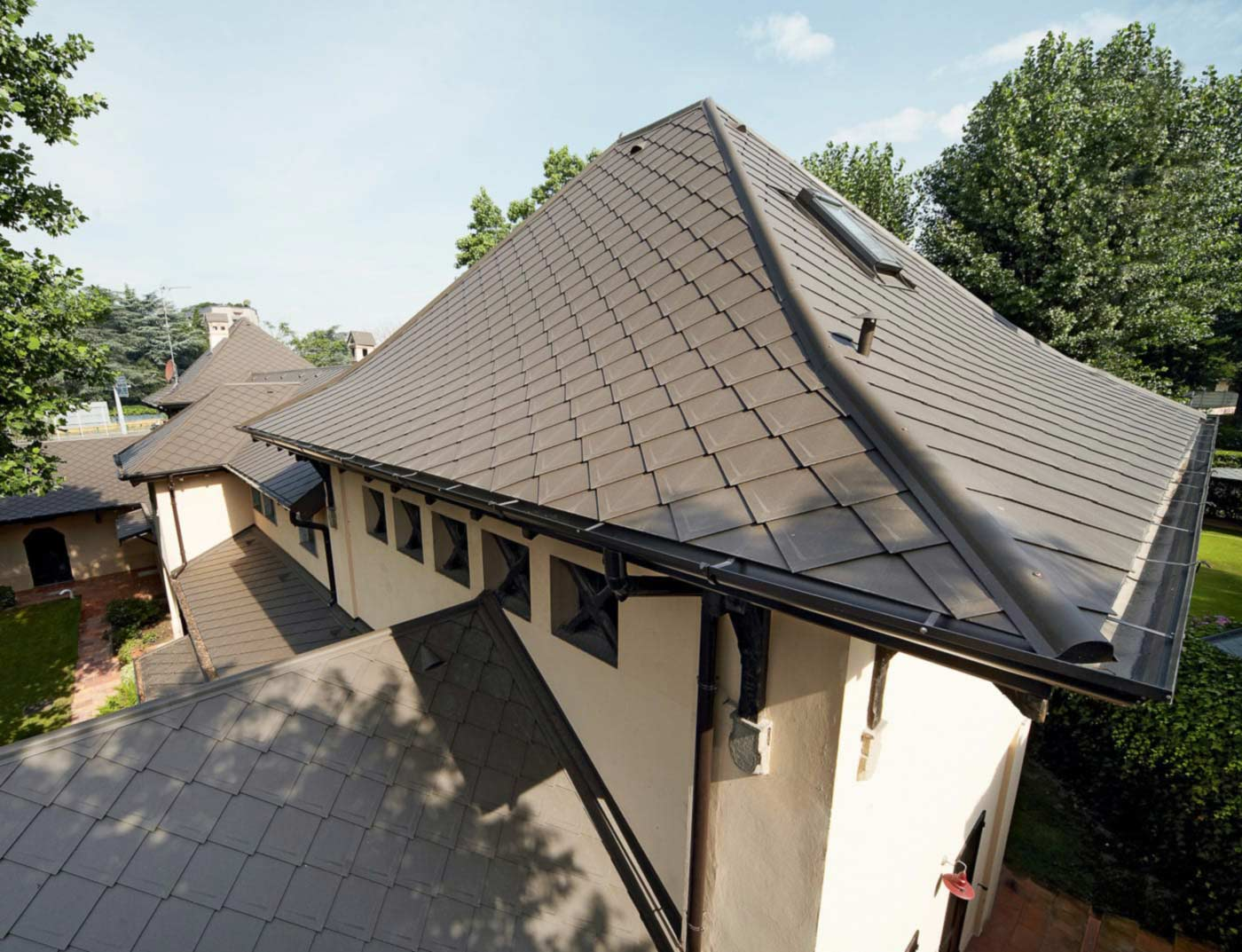 Reference buildings PREFA Roof systems Rhomboid roof tile 29 × 29 01 brown (own colour)