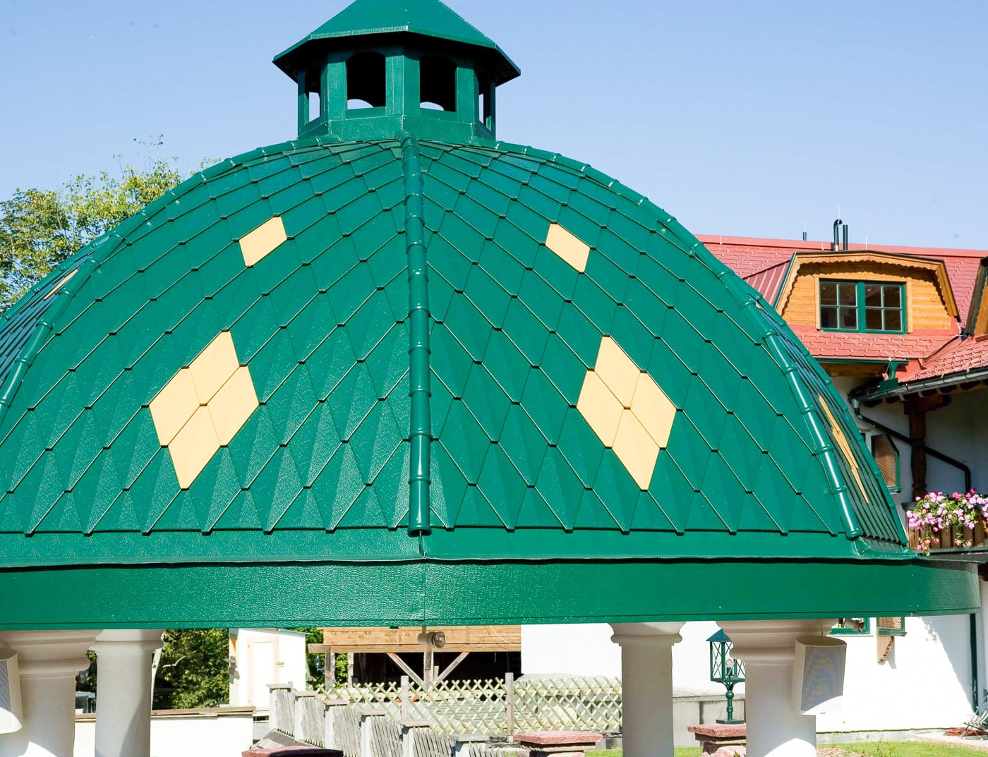 Reference buildings PREFA Roof systems Small rhomboid roof tile 06 moss green (similar to RAL 6005)