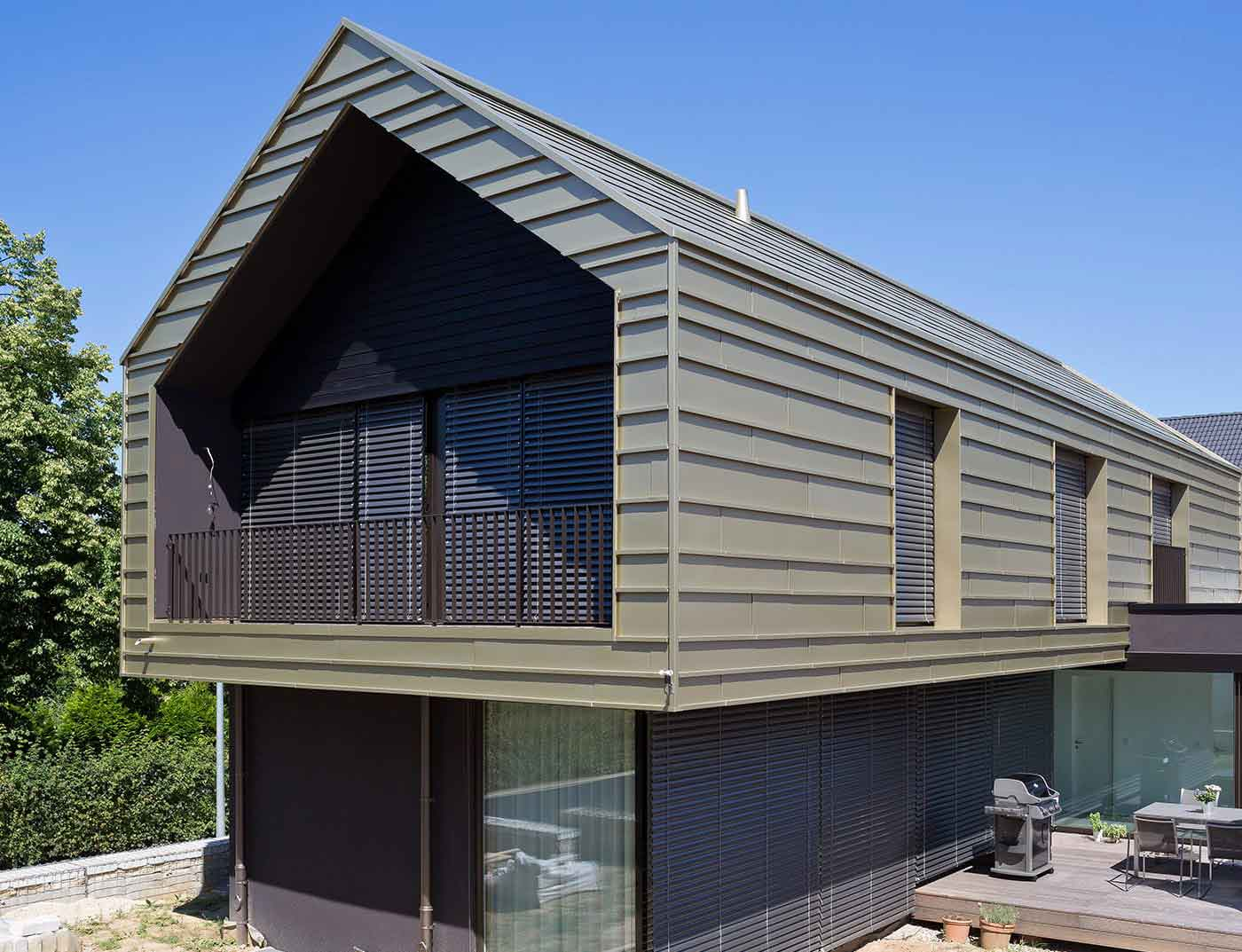 Reference buildings PREFA Roof systems Falzonal® standard grey aluminium (similar to RAL 9007)