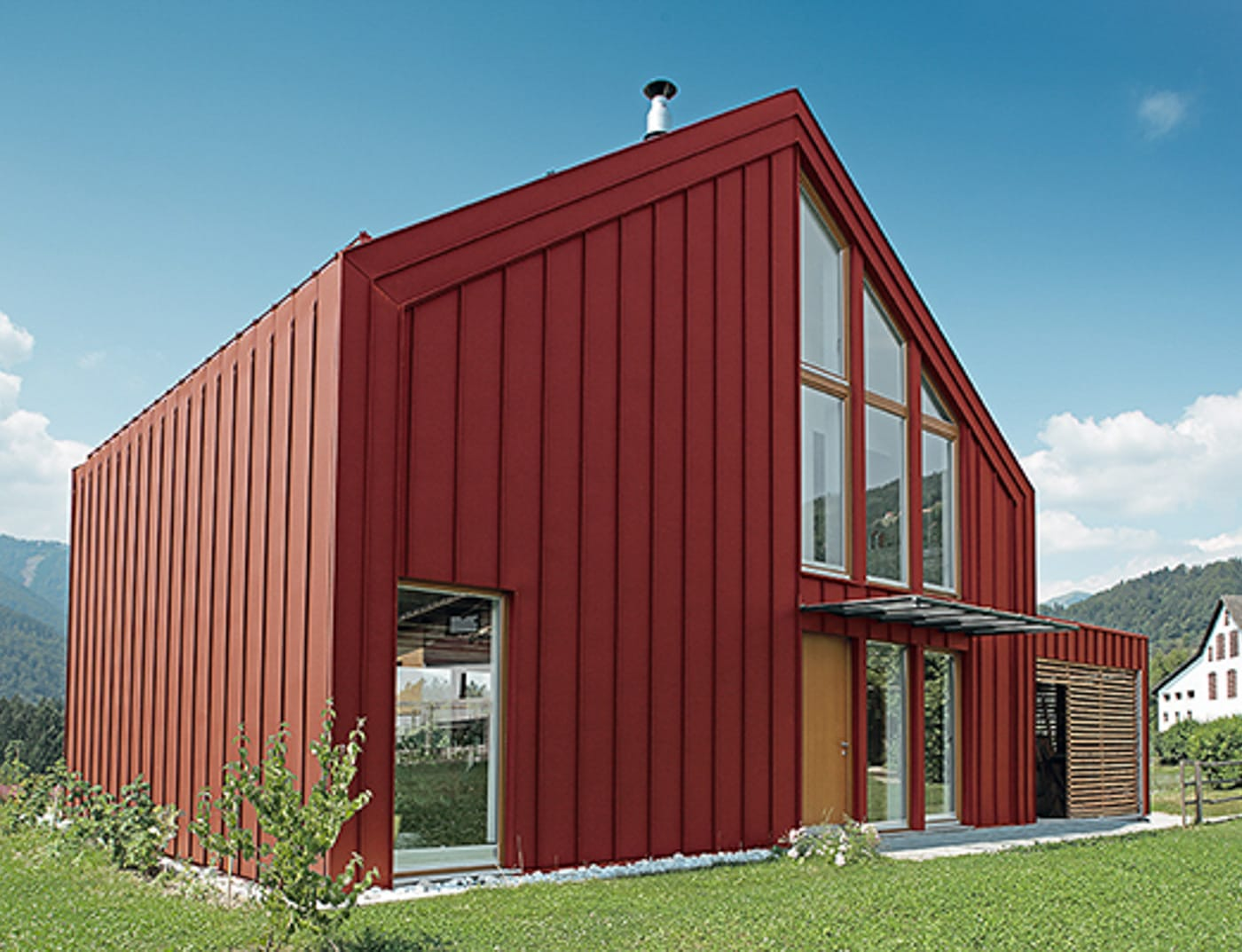 Reference buildings PREFA Façade systems Prefalz® 05 P.10 oxide red